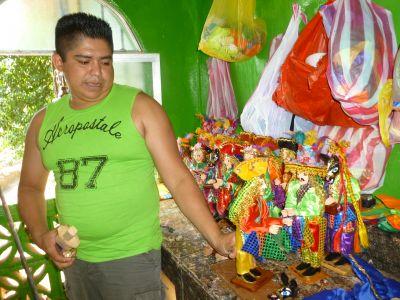 Diriamba artisan and his Güegüense dolls