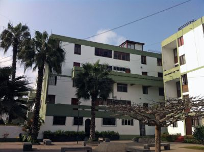 Casa Goshen is located in a large apartment complex (Residencial Santa Cruz) on the border between the San Isidro and Miraflores districts of Lima. The apartment is on the top two floors of of this building, on the extreme left.