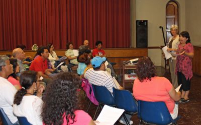 Peru SST Co-Director Judy Weaver and Lima Study Coordinator Celia Vasquez speak to host parents.