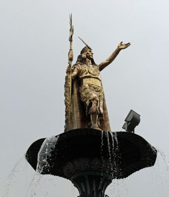 A statue of an Inca leader in the Plaza de Armas.