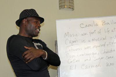Camilo Ballumbrosio led a workshop for Goshen College students.