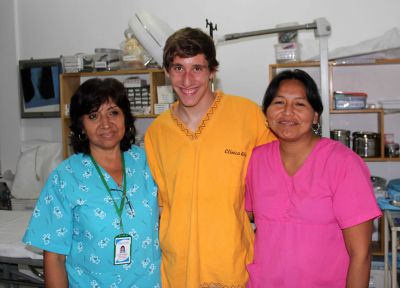 Tim with two nurses at Clinica Elera.