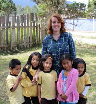 Sierra and a group of students at Los Tres Reyes primary school.