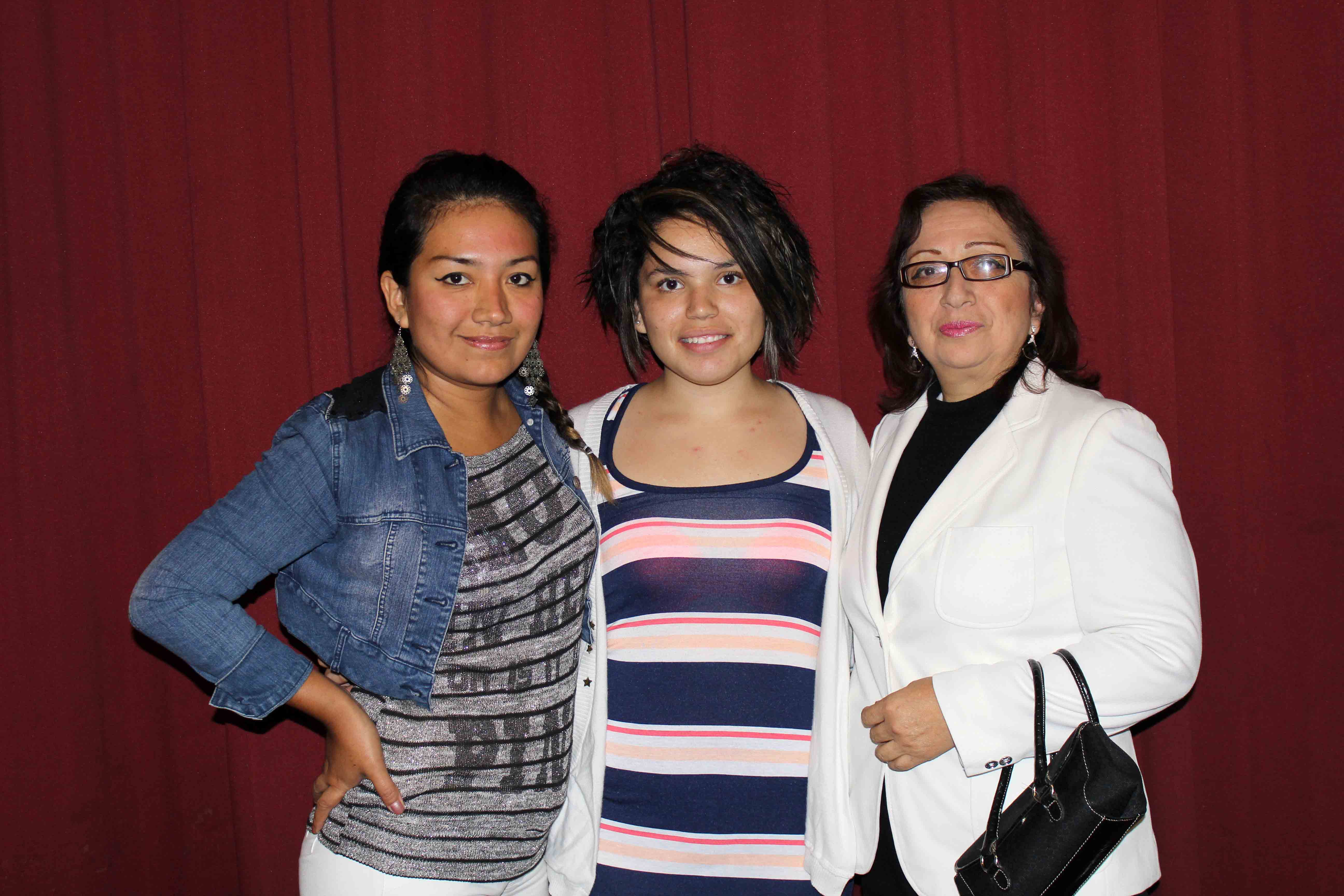 Hola directory of talent claudia morales - Edith With Her Host Sister Claudia And Host Mother Marisel Avalos Mendocilla