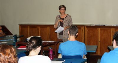 Peru SST Co-Director Judy Weaver teaches a class to students in the Summer unit.