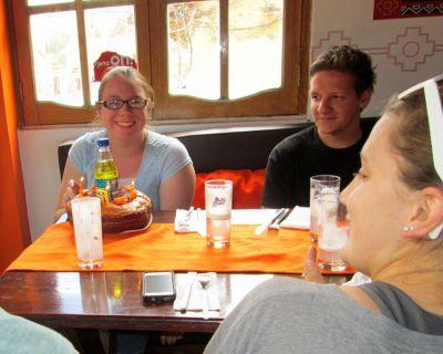Singing Happy Birthday / Feliz Cumpleaños to Jessica during lunch in Ollantaytambo.