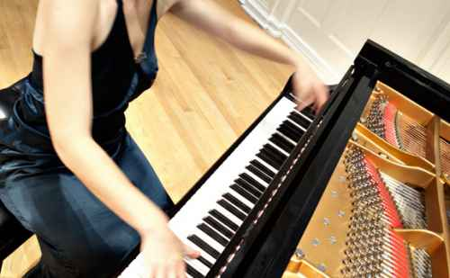 Goshen College offers recreational piano class for adults