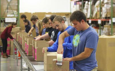 Goshen College freshmen help out community for Day of Service – WNDU