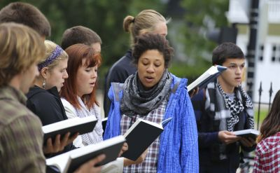 Goshen College students to sing for peace in hymn marathon