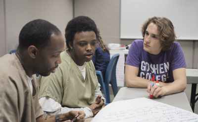In jail, students from different backgrounds build bridges