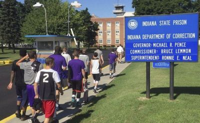 Goshen College men's basketball team enjoys 'unique experience' to play Indiana State Prison team – The Goshen News