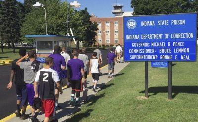 Goshen College men's basketball team enjoys 'unique experience' to play Indiana State Prison team – The Goshen News