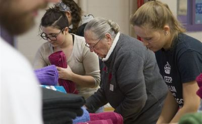 Goshen College students, volunteers pack kits for Syrian refugee crisis – The Elkhart Truth
