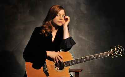 Indiana singer-songwriter Carrie Newcomer '80 to speak at 118th commencement
