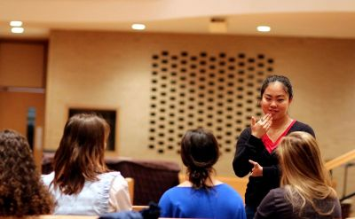 "Goshen College ASL Program Gives ""Hands-On"" Experience New Meaning – The Good of Goshen"