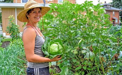 Nicole Bauman '08: Success of tiny Red Oak Farm rooted in hard work – Flavor 574
