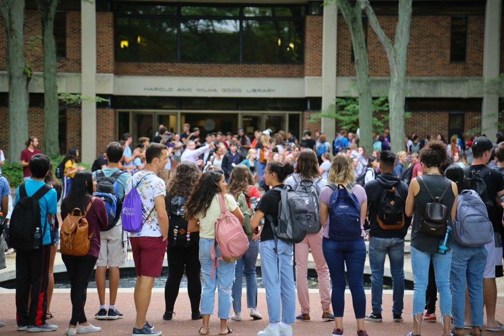 GC students surrounding the fountain